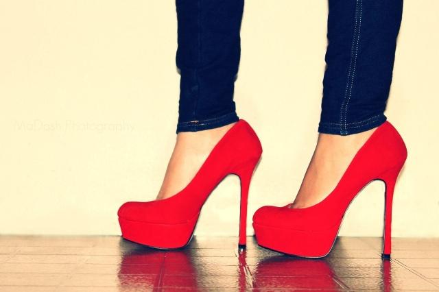 کفش پاشنه دار قرمز