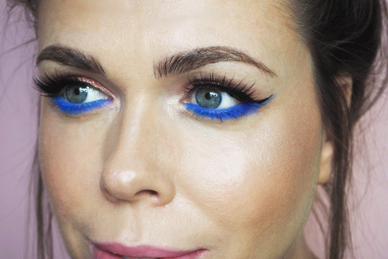 آرایش چشم آبی