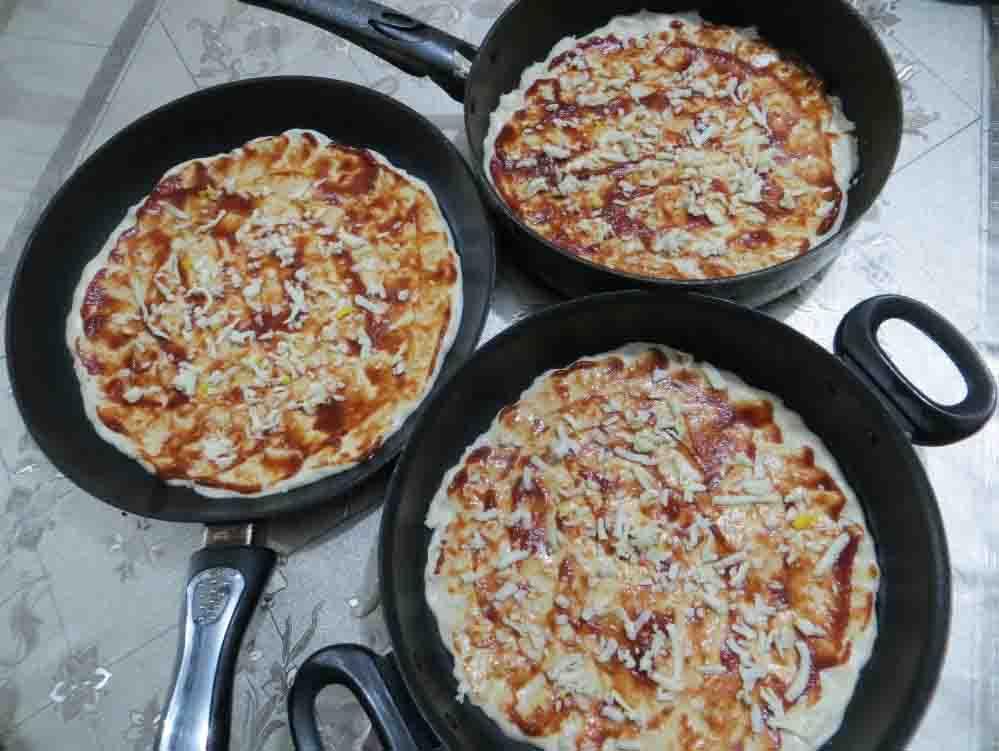 مراحل تهیه پیتزا خانگی
