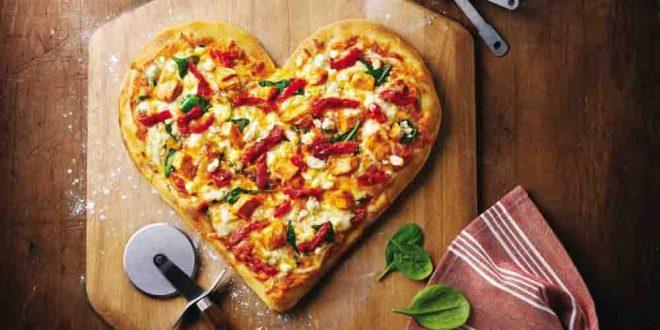 طرز تهیه پیتزا خانگی خوشمزه بدون فر